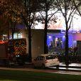 """Manuel Valls et le préfet de police de Paris se sont rendus au Palais des Sports où une explosion durant la préparation de la comédie musicale """"1789, les amants de la Bastille"""" a fait une quinzaine de blessés et un mort, le 8 novembre 2013 à Paris"""