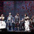 """La troupe de la comédie musicale """"1789, les amants de la Bastille"""", à Paris le 19 mars 2012"""