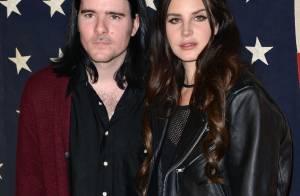 Lana Del Rey : Toujours amoureuse, la poupée main dans la main avec son rockeur