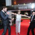 Jennifer Lawrence, Josh Hutcherson et Liam Hemsworth tout en complicité à l'avant-première mondiale du film Hunger Games : L'Embrasement à Londres le 11 novembre 2013.