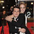 Jennifer Lawrence et Josh Hutcherson complices à l'avant-première mondiale du film Hunger Games : L'Embrasement à Londres le 11 novembre 2013.