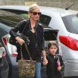 """""""La jolie Sarah Michelle Gellar accompagne sa fille Charlotte à son cours de danse à Los Angeles le 16 novembre 2013."""""""