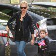 """""""Sarah Michelle Gellar accompagne sa fille Charlotte à son cours de danse à Los Angeles le 16 novembre 2013."""""""