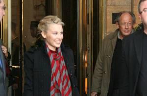 Kylie Minogue: ses fans parisiens se sont regroupés devant l'Hôtel de Crillon