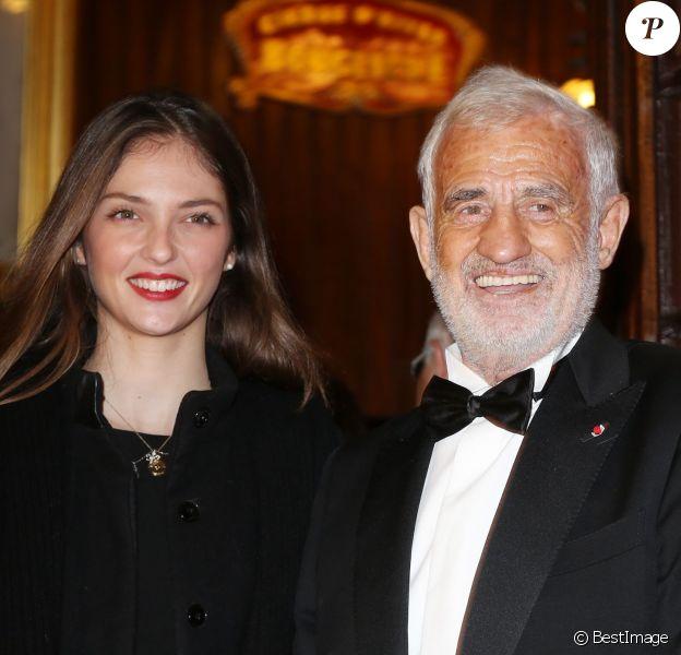 Jean-Paul Belmondo et sa petite-fille Annabelle arrivant à la soirée du 52e Gala de l'Union des artistes au Cirque d'hiver à Paris le 18 Novembre 2013