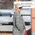 Gwen Stefani, enceinte et souriante dans le quartier de Studio City à Los Angeles, dépose ses deux garçons Kingston et Zuma à leur école. Le 19 novembre 2013.