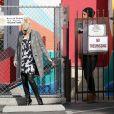 Gwen Stefani et Gavin Rossdale retournent dans leur Rolls-Royce après avoir déposé leurs garçons à l'école. Los Angeles, le 19 novembre 2013.