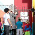 Gwen Stefani et Gavin Rossdale déposent leurs garçons Kingston et Zuma à leur école, dans le quartier de Studio City. Los Angeles, le 19 novembre 2013.