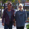 Exclusif - Gwen Stefani et son mari Gavin Rossdale, surpris main dans la main dans le quartier de Studio City. Los Angeles, le 18 novembre 2013.