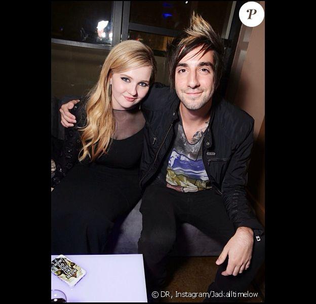 Abigail Breslin et Jack Barakat du groupe All Time Low lors de la soirée du film La Stratégie Ender le 1er november 2013