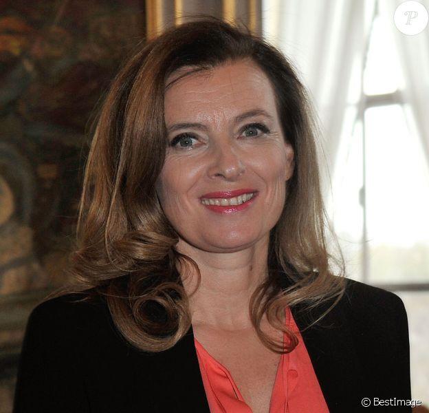 Valérie Trierweiler lors de la remise du 1er Prix Danielle Mitterrand par la Fondation France Libertés, à la Comédie Des Champs-Elysées à Paris, le 22 novembre 2013.