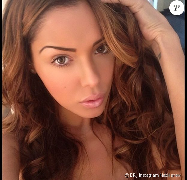 Nabilla : la bombe affiche sa nouvelle couleur de cheveux à Marrakech pour le tournage d'Allô Nabilla