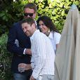 Gerard Butler, détendu avec des amis, complice avec une mystérieuse inconnue au bord de la piscine de son hôtel à Miami, le 3 décembre 2013.
