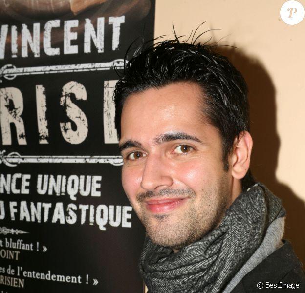 """Yoann Fréget - Le mentaliste Viktor Vincent au théâtre du Trévise pour le spectacle """"Emprise"""" à Paris le 6 novembre 2013."""