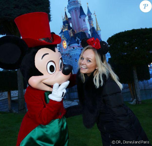 Emma Bunton visite les parcs Disneyland Paris, à Marne-la-Vallée, le mercredi 4 décembre 2013.