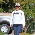 L'actrice Amanda Bynes fait une promenade avec ses parents à Thousand Oaks, le 5 décembre 2013.