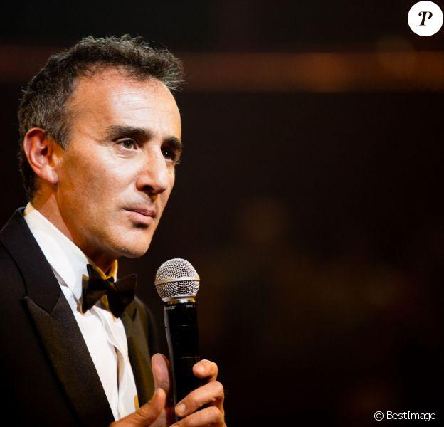 Exclusif - Elie Semoun lors du gala de l'Union des Artistes au Cirque d'Hiver à Paris le 19 novembre 2013