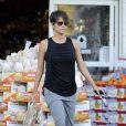 Halle Berry fait du shopping dans les rues de West Hollywood, le 12 décembre 2013. La jeune maman semble avoir retrouvé sa ligne.