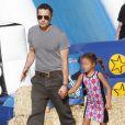 Olivier Martinez, qui vient d'avoir un fils avec sa femme Halle Berry, emmène la fille de cette dernière, Nahla Aubry, au Mr. Bones Pumpkin Patch à West Hollywood, le 7 octobre 2013.