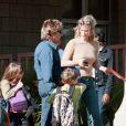 Rachel Hunter et Rod Stewart et leurs enfants a Los Angeles en 2000