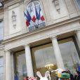 Le Noël de l'Elysée a vu de curieux personnages faire le show sur le perron du palais présidentiel, le 18 décembre 2013.
