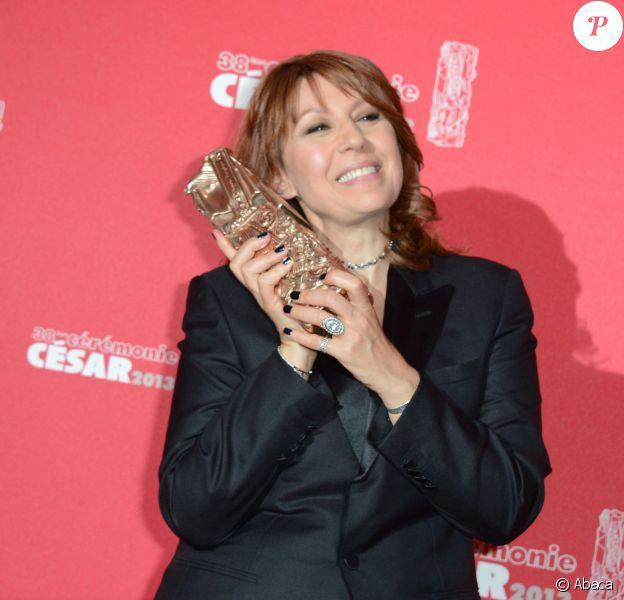 Valérie Benguigui avec son César de la meilleure actrice à Paris le 22 février 2013. L'actrice a perdu son combat contre le cancer le 2 septembre.