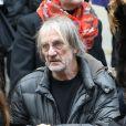 Andrew Birkin à la sortie de l'église Saint-Roch, après les obsèques de Kate Barry le 19 decembre 2013