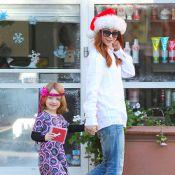 Alyson Hannigan : Mère Noël pétillante et joueuse avec son adorable Satyana