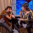 Laury Thilleman et Arnaud Tsamère dans Vendredi tout est permis sur TF1, le 27 décembre 2013.
