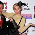 """Miley Cyrus sur le tapis rouge d'une soirée au """"Beacher's Madhouse"""" à Las Vegas, le 27 décembre 2013."""