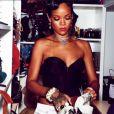 Rihanna, très apprêtée, a joué les hôtes pour ses amis, en les invitant à dîner au soir du Nouvel An. New York, le 31 décembre 2013.