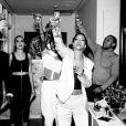 Rihanna entre en 2014 chez elle, en présence de ses amis. New York, le 31 décembre 2013.