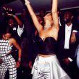 Rihanna a poursuivi la fête au 40/40 avec ses amis. New York, le 1er janvier 2014.