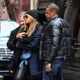 JAY Z ET BEYONCE KNOWLES EMMENENT LEUR FILLE BLUE IVY A UN DEJEUNER A NEW YORK 25 FEVRIER 2012  8810730 Beyonce Knowles and Jay-Z take their daughter Blue Ivy Carter out for a late lunch at Sant Ambroeus in New York City, NY on February 25, 2012.25/02/2012 - NEW YORK