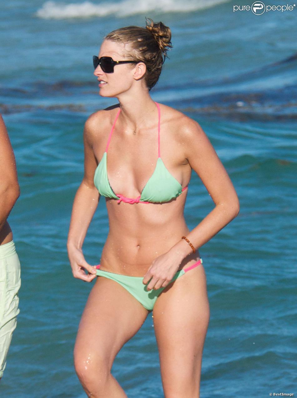 Julie Henderson profite d'une après-midi sur une plage de Miami avec des amis. Le 2 janvier 2014.