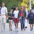 Cristina d'Espagne avec son mari Iñaki Urdangarin et leurs fils à Genève, en Suisse, à la fin de l'été 2013. Le 6 janvier 2014, la fille cadette du roi a été mise en examen dans l'affaire Noos, deux ans après l'inculpation de son époux.