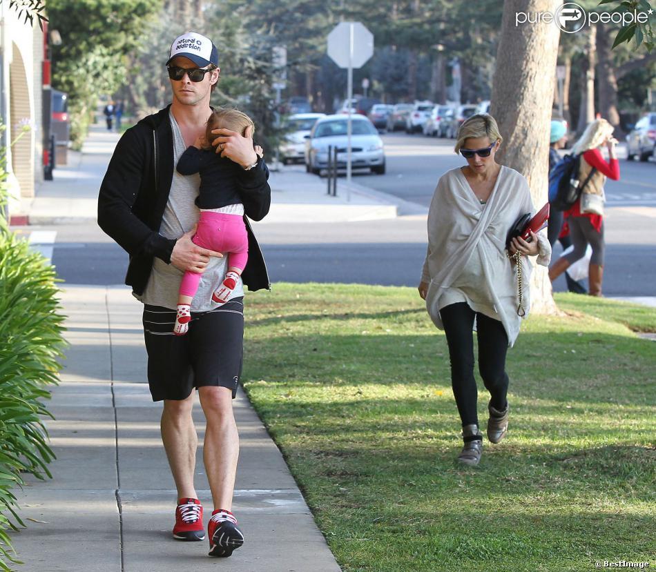 Chris Hemsworth et sa femme Elsa Pataky (enceinte) à Santa Monica, le 9 janvier 2014.