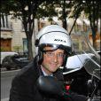 François Hollande sur son scooter lors du gala de la Fondation Culture et Diversité au Théâtre du Rond Point à Paris le 30 mai 2011