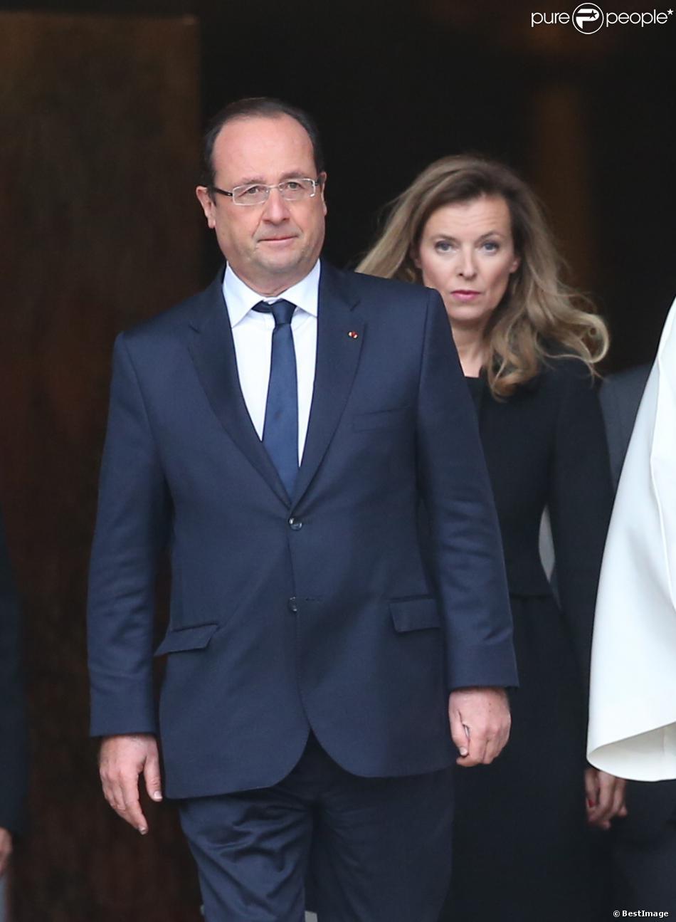 François Hollande et Valérie Trierweiler lors des obsèques de Patrice Chereau en l'église Saint-Sulpice à Paris le 16 octobre 2013