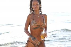 Rihanna : Topless sur une plage pour une séance photo coquine