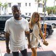 Kim Kardashian et Kanye West vont faire du shopping à Miami, le 29 novembre 2013.