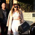 """""""Khloe Kardashian a emprunté le look de sa soeur Kim, de la tenue aux cheveux blonds ! Ici, elle fait du shopping à Los Angeles le 18 janvier 2014"""""""