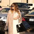 """""""Khloe Kardashian a emprunté le look de sa soeur Kim pour faire du shopping à Los Angeles le 18 janvier 2014"""""""