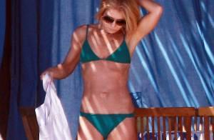Kelly Ripa : À 43 ans, l'animatrice divine en bikini avec le sexy Mark Consuelos