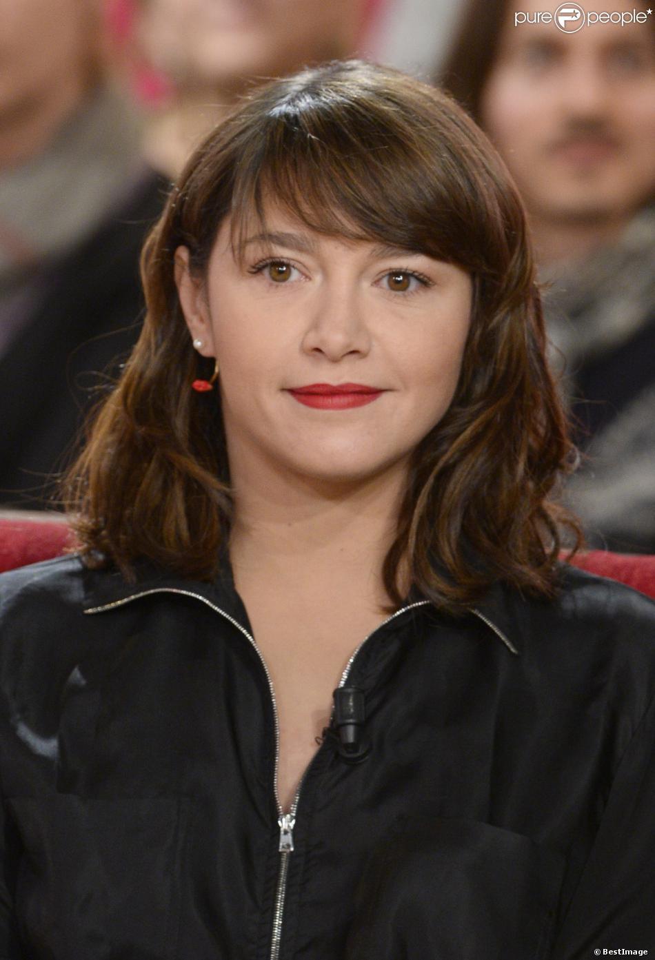 """Emma de Caunes - Enregistrement de l'émission """"Vivement dimanche"""" à Paris le 15 janvier 2014."""