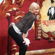 Helen Mirren twerke lors de la remise de prix de la Hasty Pudding Theatricals à Cambridge dans le Massachusetts, le 31 janvier 2014
