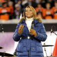 Queen Latifah chante America the Beautiful lors du Super Bowl entre les Broncos de Denver et les Seahawks de Seattle, le 2 février 2014 au Metlife Stadium de New York à East Rutherford, dans le New Jersey