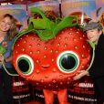 """Pauline Lefèvre (portant une chemise KillyGrind) et Jonathan Lambert lors de l'avant-première du film """"L'île des Miam-nimaux : Tempête de boulettes géantes 2"""" au à Paris, le 2 février 2014"""