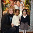 """Pauline Lefèvre (portant une chemise KillyGrind) avec Neela et Taelle (voix du film) lors de l'avant-première du film """"L'île des Miam-nimaux : Tempête de boulettes géantes 2"""" au à Paris, le 2 février 2014"""