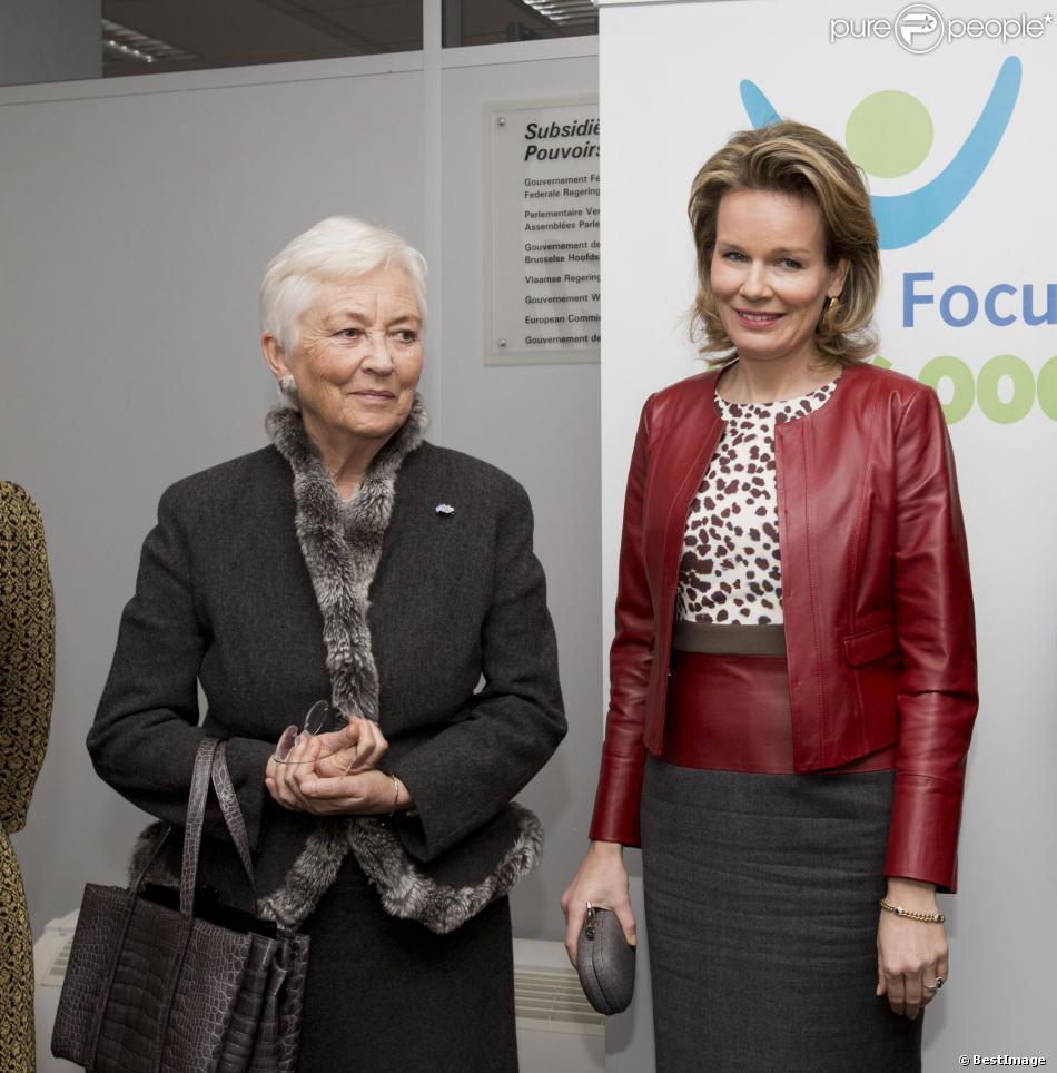 La reine Mathilde de Belgique, 41 ans, prenait la succession de la reine Paola, 76 ans, à la présidence d'honneur de la fondation Child Focus, lors d'une réunion le 31 janvier 2014 dans les locaux de l'organisme, à Bruxelles.